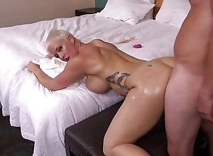 drunk college girl eating pussy